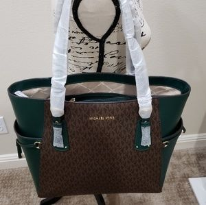 Handbags - Mk Voyager East West Signature Tote